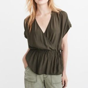 Abercrombie & Fitch Wrap olive green t-shirt